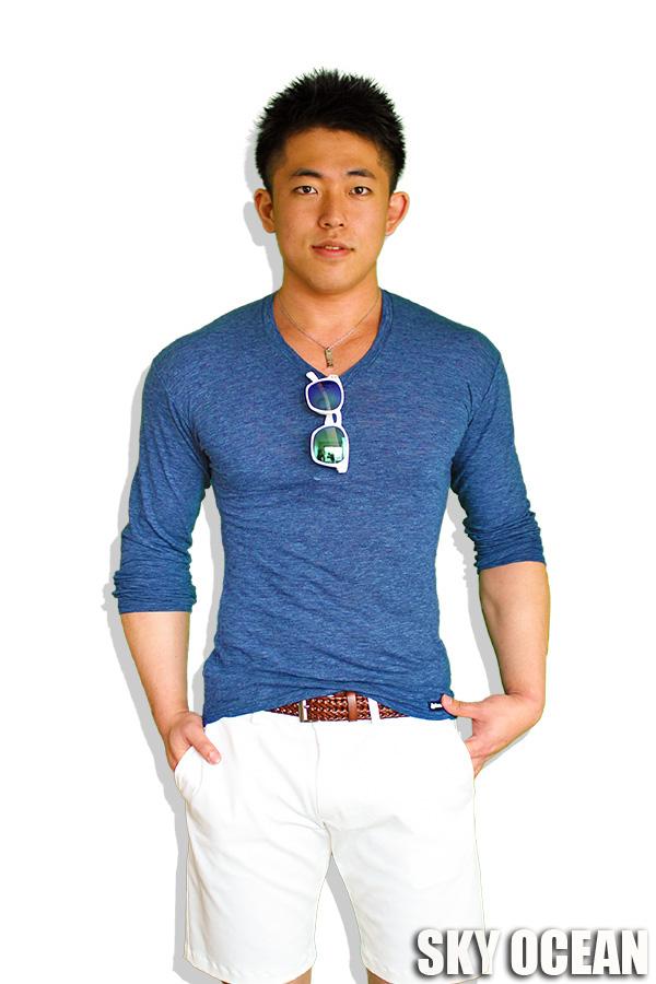 長袖VネックTシャツ